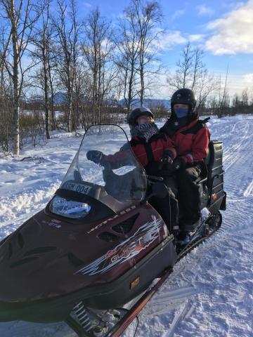 Tag 1: Schneemobil fahren