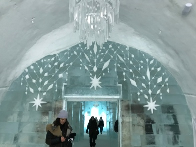 Tag 2: Eishotel Kapelle, in der Hochzeiten gefeiert werden können